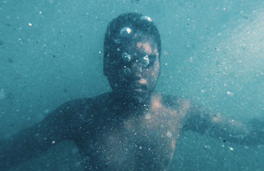 An underwater camera allows you to easily see how the patient is performing under the surface